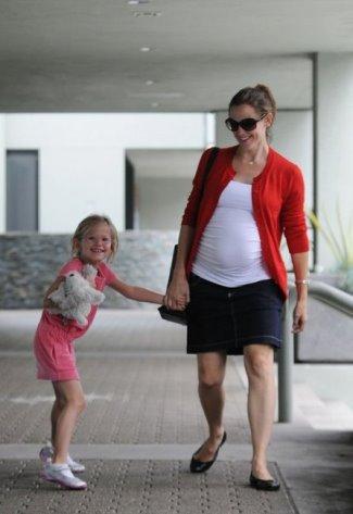 pregnancy skirt - Jennifer Garner in maternity denim skirt by Isabella Oliver