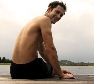 shirtless formula 1 drivers - bruno senna2