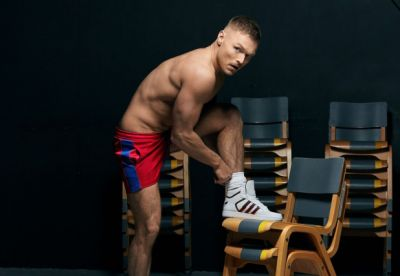 Andrew Hayden-Smith shirtless body putting on shoes