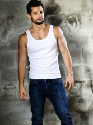 rafael de la fuente muscle shirt and jeans