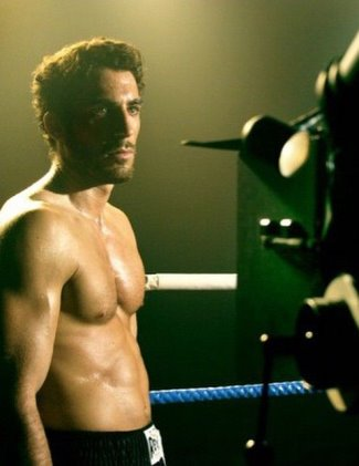miguel angel silvestre body - 2006 film la distancia