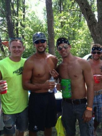 luke bryan shirtless with bros