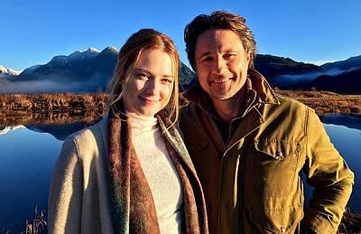 martin henderson hearthrob in virgin river netflix with Alexandra Breckenridge