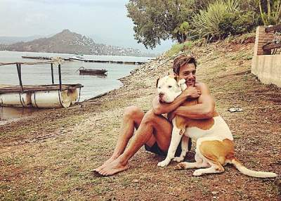 Joaquín Ferreira loves dogs