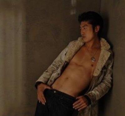 brian tee shirtless2