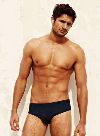 fruit of the loom male underwear model wearing briefs1