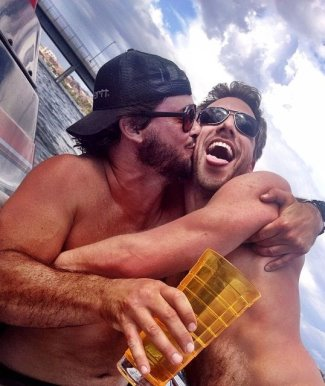 geoff stults gay kiss with survivor silas2