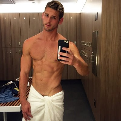hot guys locker room selfie - max emerson