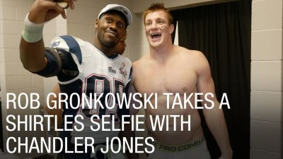 hot guys locker room selfie - nfl - rob gronkowski with chandler jones