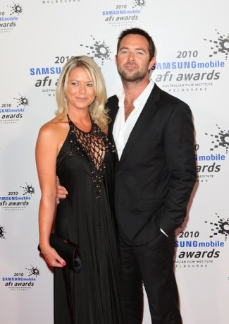 sullivan stapleton girlfriend - jo beth taylor - ex