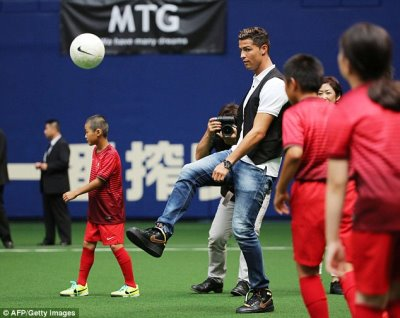Cristiano-Ronaldo-Jeans - DSquared2 - in japan