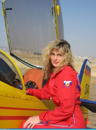 hot female pilots - Svetlana Kapanina - russian aerobatic pilot2