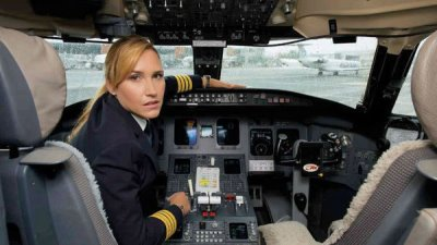 hot female pilots - alja bercic ivanus2