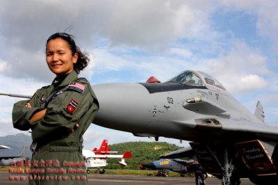 hot female pilots - rmaf patricia yapp2