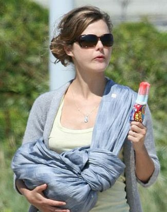 keri-russell-and-ray-ban-4068-sunglasses