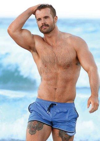 hot guys in shorts - simon dunn