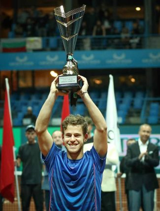 Diego Schwartzman win trophy - istanbul