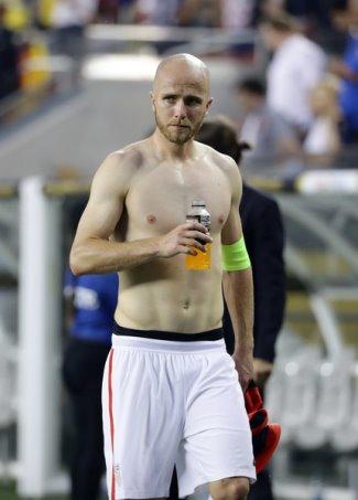 michael bradley shirtless copa america 16