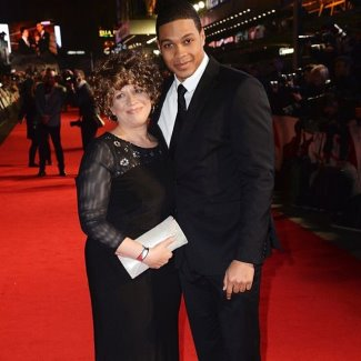 ray-fisher-family-mom-batman-v-superman-london-premiere