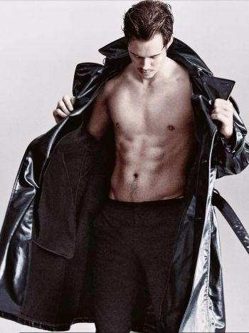 bill skarsgard body shirtless abs