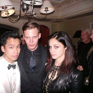 bill skarsgard girlfriend alexis knapp