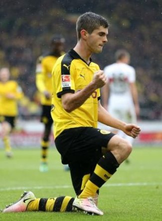 christian pulisic on the pitch