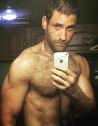 Oliver Jackson-Cohen shirtless selfie