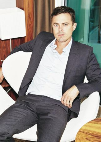 casey affleck hot in suit