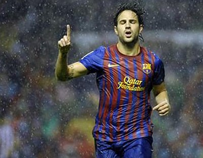 footballers playing wet in the rain - lionel messi2