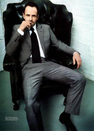 jonny lee miller sexy suit and tie
