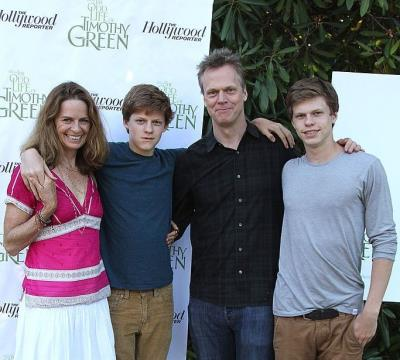 lucas hedges parents - peter hedges susan bruce - brother peter hedges