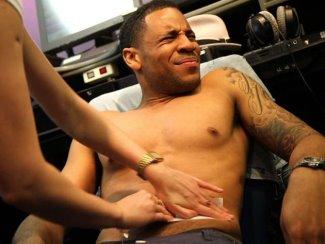 male celebrities body waxing - reggie yats