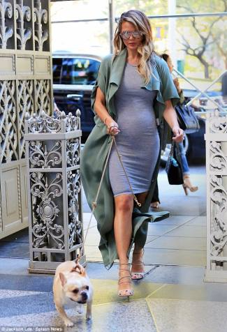 celebrity short maternity dress chrissy teigen
