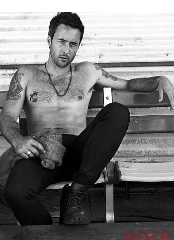 Alex O'Loughlin shirtless hollywood daddy
