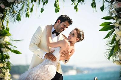 Burak Özçivit wedding to wife fahriye evcen