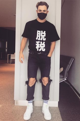 celebrities wearing ripped jeans 2018- dacre montgomery