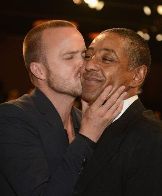 Aaron Paul gay kissing Giancarlo Esposito