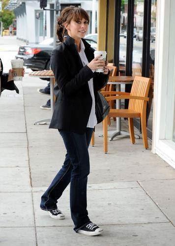 celebrities wearing jack purcell shoes - jennifer love hewitt