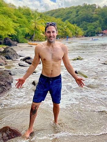 keith jones shirtless nbc10 news anchor