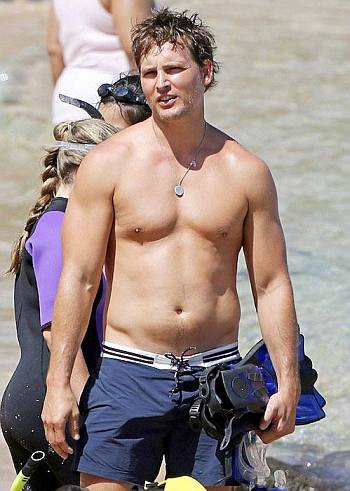 pete buttigieg shirtless not - peter facinelli