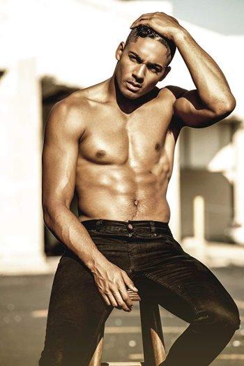 Michael Evans Behling shirtless body