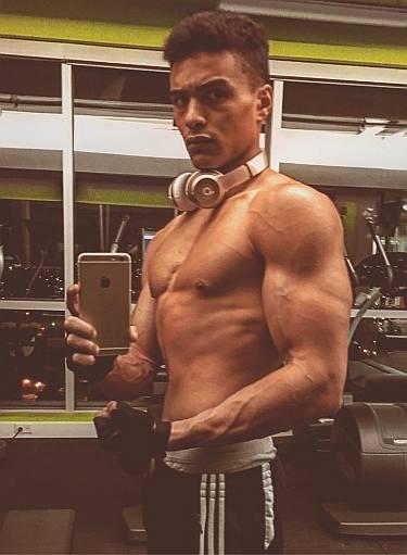 gabriel darku body - biceps gym workout