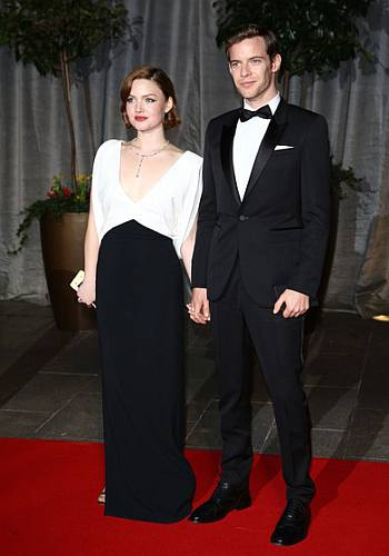 harry treadaway girlfriend holliday grainger - 2015 bafta awards