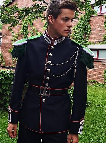Herman Tømmeraas hot in military uniform