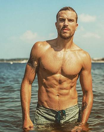 Luke Gulbranson body hot shirtless
