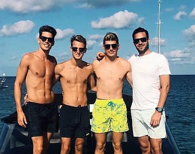 Max Verstappen shirtless kinda gay - max yellow shorts