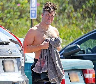 colin jost shirtless