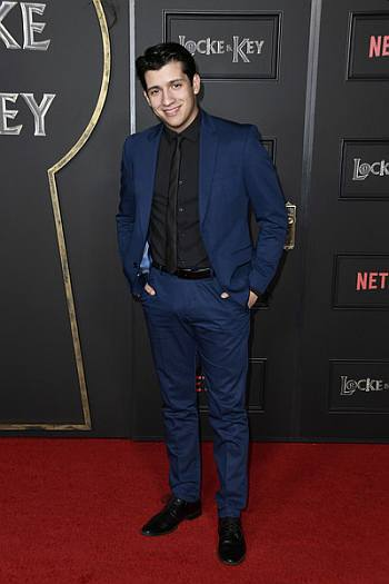 hot boys in suits - kevin alves - locke and key premiere