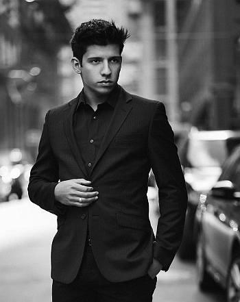 hot boys in suits - kevin alves - no tie