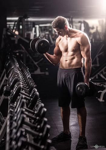 Tarek El Moussa body workout bicep curl